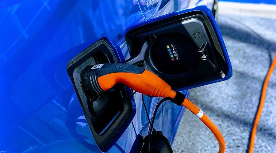 bilindustri-kan-elbilene-stabilisere_stromnettet_900x500